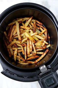 Savory and slightly spicy, these salt and pepper dusted spuds make The Best Air Fryer French Fries ever! This simple air fryer recipe delivers the full flavor you want when eating fries - all while Air Fry French Fries, Best French Fries, French Fries Recipe, Homemade French Fries, Air Fry Recipes, Air Fryer Recipes Easy, Potato Recipes, Clean Recipes, Pizza Recipes