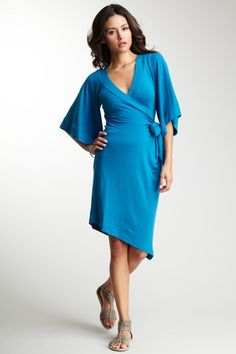 I like this dress! Too bad it only comes in 2 colors....