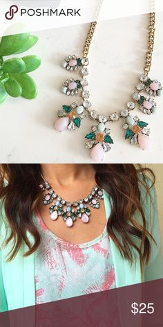 Mary Jane statement necklace Lovely necklace NWT retail Hwl boutique Jewelry Necklaces
