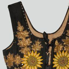Malania Trump, Polish Folk Art, Fashion Sewing, Beaded Embroidery, Sewing Projects, Folk Clothing, Style Inspiration, Tank Tops, Poland