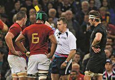 Quando Nigel fala os jogadores baixam as orelhas, é um dos árbitros mais respeitados