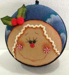 Arts And Crafts Hobbies That Make Money Christmas Fabric, Christmas Baubles, Felt Christmas, Christmas Projects, Winter Christmas, Holiday Crafts, Vintage Christmas, Christmas Decorations, Xmas