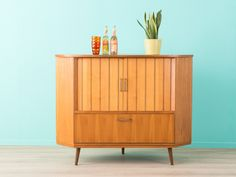 Wundervoller Eckschrank, 50er, Sideboard, Kommode von MID CENTURY FRIENDS auf DaWanda.com