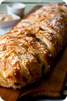 Cinnamon Apple Danish Braid (This Aussie's first paragraph articulates very well our similar responses to our obsessions. This is a Finnish pastry recipe that I hope to try soon/LL). Just Desserts, Delicious Desserts, Yummy Food, Danish Braid Recipe, Apple Recipes, Holiday Recipes, Apple Danish, Danish Food, Bread And Pastries