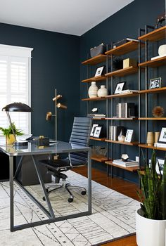 open bookshelves styling with books, accessories, and nicknacks Home Room Design, Dream Home Design, Home Office Design, Home Interior Design, Home Office Setup, Home Office Space, Aesthetic Rooms, My New Room, Office Interiors