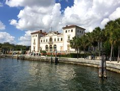 Discover Vizcaya Museum & Gardens in Miami, an Italian style villa on Biscayne Bay. A National Historic Landmark with exquisite interiors and gardens. Botanical Gardens Near Me, Cruise Miami, Key West Vacations, Miami Gardens, Gardening Magazines, Small Backyard Landscaping, Balcony Design, Florida Travel, Places To Go