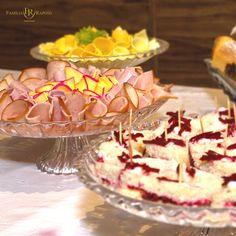 O lanche da tarde é por nossa conta ;) Família Raposo Gastronomia - 18 anos de tradição #gastronomia #buffet