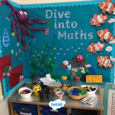 A gorgeous maths display by Twinkl member, Eve ❤ A great idea for your back to school displays, perfect with our Maths resources! Nursery Display Boards, Classroom Display Boards, Display Boards For School, Reception Classroom Ideas, Primary Classroom Displays, Ks1 Classroom, Year 1 Classroom Layout, Primary Maths, Classroom Setting