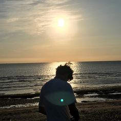 { i am large, i contain multitudes } Aesthetic Boy, Aesthetic Photo, Aesthetic Pictures, Cute Boys Images, Boy Images, Photography Poses For Men, Beach Photography, The Dark Artifices, Foto Instagram