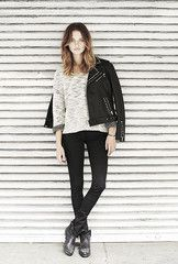 Anine Bing - STUDDED LEATHER BIKER JACKET,Textured Sweater in Bone Melange,Skinny Jeans Double Zipper- Black,Cowboy Boots,