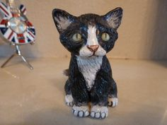Beautiful black and white kitten sculpture made by Basil Matthews. It is in perfect condition and excellently modelled and detailed. It is 6cm x 4.5cm approx. and clearly signed underneath it's green label.