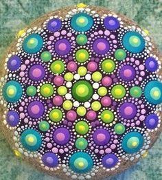 Round pritty Dot Art Painting, Mandala Painting, Pebble Painting, Painting Patterns, Pebble Art, Stone Painting, Mandala Painted Rocks, Painted Rocks Craft, Mandala Rocks
