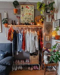 Bohemian Style Clothing And Dresses Design Ideas What is Decoration? Decoration could be the art of decorating the interior and … Room, Aesthetic Room Decor, Room Ideas Bedroom, Interior, Home Decor, Room Inspiration, Apartment Decor, Room Decor, Aesthetic Bedroom