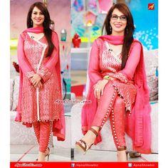 Beautiful clicks of Farah, today at her morning show. Looks good with specs!? ☺ #Pakistan #Farah #Fashion #Style #ShalwarKameez #Trouser #Kurta #MorningShow