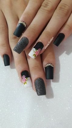 Ideas nails acrilico elegantes negras for 2019 Pink Shellac Nails, Bling Nails, Red Nails, Hair And Nails, Nails Only, Chic Nails, Flower Nails, Easy Nail Art, Finger