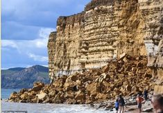 Dorset Beaches, Uk Beaches, Life In The Uk, Rock Falls, Jurassic Coast, Thermal Imaging, Cliff, Geology, Mount Rushmore