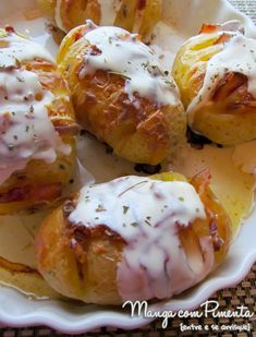 Essas Batatas Assadas com Bacon são uma maravilha. Clique aqui para ver essa receita do blog Manga com Pimenta e faça na sua casa.
