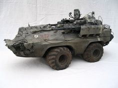 This model was originally called the Flaktraktor but that is very difficult to say in Japanese so the name was changed by Kow Yokoyama to Hexen when photos were published in the MaK Modelling Book. Army Vehicles, Armored Vehicles, Mark Stevens, Military Action Figures, Sci Fi Models, Mechanical Design, Panzer, Dieselpunk, Plastic Models