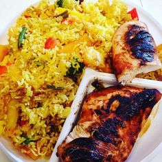 noget som kan gøre en arbejdsdag ekstra dejlig, så er det når éns forældre kommer op med en portion af dagens aftensmad: ris vendt i gurkemeje med rodfrugter og grillet kylling •  #grillmat#rissallad#couscous#sallad#ris#gurkmeja lök curry #rotfrukter#grillad#kyckling#MyDiet#fitfamdk