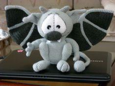 Gargoyle.....häkeln Crochet Toys, Free Crochet, Knit Crochet, Quilting Projects, Crochet Projects, Crochet Dragon, Halloween Crochet, Crochet Home Decor, Cute Toys
