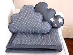 Plaid et coussins nuage gris étoiles - Blanket and Pillows grey with white stars. $105.00, via Etsy.