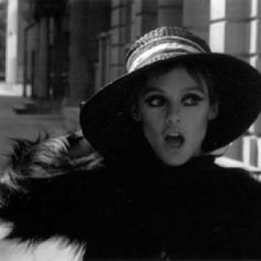 """Donald Lyons: """"I think you just wanna be the person who gets the moon."""" Edie: """"I'm already half there."""" Edie Sedgwick was a sixties style icon. Consort to Andy Warhol,. Edie Sedgwick, Mia Farrow, 60s Icons, Style Icons, 70's Style, Andy Warhol, Poor Little Rich Girl, Swinging London, Mae West"""