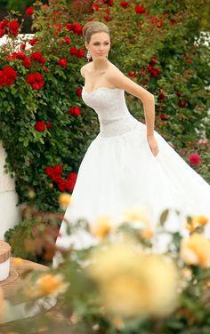 Princess ball gown wedding dress by Essense of Australia. (Style D1042)