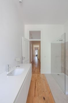 Apartment in Lisbon by Marco Arraiolos, ph: Joao Morgado