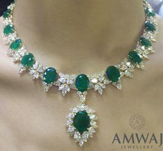 A breath-taking emerald and diamond necklace to start the new year with from Amwaj Jewellery. Emerald Jewelry, Gold Jewelry, Vintage Jewelry, Fine Jewelry, Cheap Jewelry, Jewelry Model, Jewellery Uk, Pandora Jewelry, Luxury Jewelry