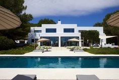 Beautiful fully furnished luxury Properties in Ibiza, Balearen, Spain  | Busines Vacation Rentals #fullyfurnishedtropicalparadise #paradise #Summer #fun #pool #luxerious #beautiful #home #rentals #linkinprofile #save4save #realestate #vacationrentals
