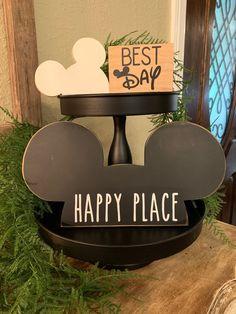 Disney Diy Crafts, Disney Home Decor, Disney Rooms, Disney Hub, Disney Stuff, Mickey Mouse Crafts, Disney Valentines, Disney Kitchen, Disney Theme
