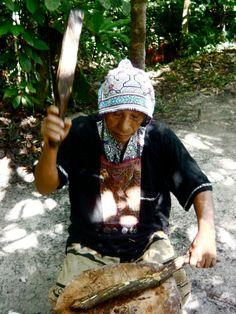 Master shaman Don Antonio preparing ayahuasca, Peruvian Amazon  http://www.elmundomagico.org/