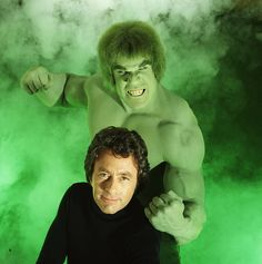 The Hulk (Lou Ferrigno) And Bruce Banner (Bill Bixby)-- actually, in the TV series, for some reason, he was called David Banner. 1970s Tv Shows, Old Tv Shows, Bruce Banner, Lois Lane, Clark Kent, Dessin Animé Heidi, Serie Dallas, The Incredible Hulk 1978, The Incredibles