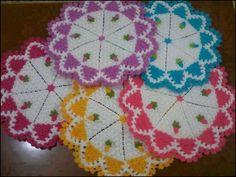 banyo lif modelleri tumblr Crochet Doilies, Crochet Flowers, Easy Crochet Patterns, Free Crochet, Teapot Cover, Rugs And Mats, Crochet Kitchen, Yarn Shop, Moda Emo