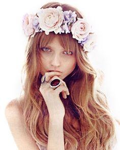 Flores en el pelo para el verano