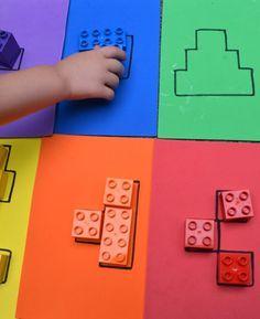 Puzzle aus Lego Duplo. Zur Förderung des räumlichen Vorstellungsvermögens oder was auch immer.