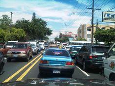Tráfico generado por semáforo en mal funcionamiento, en la 25 Av. Por sertracen vía @WalterMTejada