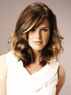 Sneaky Highlights!! I love this .. its a way for you brunettes to try out some blonde streaks with out the glaring grow out lines.