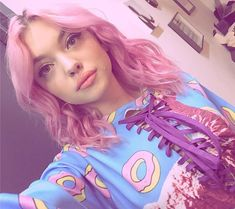 Hey Violet, Female Character Inspiration, Celebs, Celebrities, Pink Hair, Cute Hairstyles, Girly Things, Pretty People, Hair Pins