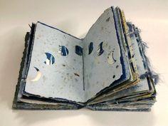 Mes livres d artiste sont réalisés en très petite série (2, 4 ou 6 exemplaires). Certains, en particulier les livres objets sont en exemplaire unique. Ce sont les papiers que je realise qui constituent ces livres: papiers fait main, papiers marbrés, monotypes, cyanotypes, .... Ils sont éventuellement agrémentés de calligraphie, de boutons en céramique, ... Je réalise également les reliures.