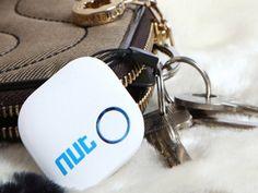 Se vi è mai capitato di non trovare un oggetto per voi importante (le chiavi di casa o dell'auto, il portafoglio, il tablet o qualsiasi altro effetto personale) quando ne avevate bisogno, capirete immediatamente l'utilità di questo piccolo smart tag.        Immaginate, per un momento, di non trovare lo smartphone il portafoglio la vostra borsa o semplicemente il vostro cane o gatto di famiglia. Utilizzando il vostro smartphone iPhone o Android potrete azionare la suoneria del TAG Nut 2.0…
