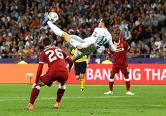 Gareth Bale marca de chilena el segundo gol del equipo blanco.