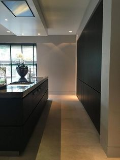 Sfeer keuken | Huis | Pinterest | Kitchens, Interiors and House Kitchen Interior, Room Interior, Interior Design Living Room, Kitchen Decor, Modern Interior, Black Kitchens, Home Kitchens, Küchen Design, House Design