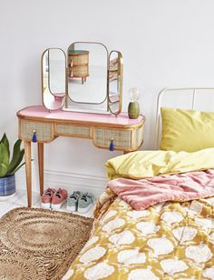 Make your vanity table the ultimate beauty spot with these dressing table ideas to help you decorate, style and organise your bedroom dressing table effectively. Small Dressing Table, Bedroom Dressing Table, Vintage Dressing Tables, Dressing Table Mirror, Vintage Table, Vintage Vanity, Art Deco Furniture, My Furniture, Furniture Design