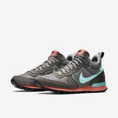 Nike Internationalist Mid Women's Shoe. Nike Store