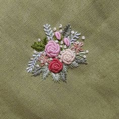 "94 Likes, 5 Comments - 희정♡ (@heejoung486) on Instagram: ""#구미프랑스자수  #프랑스자수  #embroidery  #구미 #형곡 #내마음대로 #꽃  오밤중 자수ㅋ  내맘대로ㅋㅋ  이제자러가야지~~"""