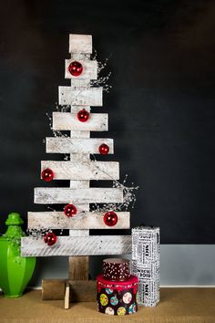 Pallet Wood Christmas Tree by @Sam Henderson of Today's Nest for HGTVGardens