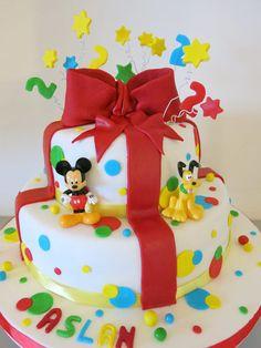 Mickey Mouse cake - CakesDecor
