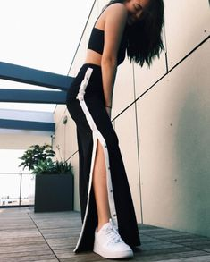 44 Charming Adidas Pants Outfit Ideas Like a Street Style Pro Teen Fashion Outfits, Stylish Outfits, Trendy Fashion, Fashion Beauty, Womens Fashion, Hijab Fashion, Fashion Ideas, Tumblr Outfits, Mode Outfits