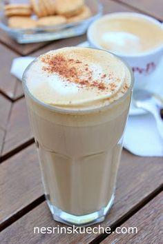 Hafif Mutfak: Ev Yapımı Latte Macchiato - Hafif Mutfak: Ev Yapımı Latte Macchiato Hafif Mutfak: Ev Yapımı Latte Macchiato Hafif Mutfak: E - Iced Latte, Coffee Latte, Coffee Types Chart, Barista Coffee Machine, Nespresso Recipes, Smothie, Gingerbread Latte, Caramel Latte, Vegetable Drinks